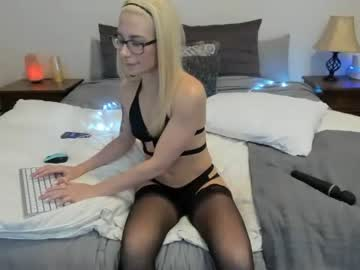 [23-02-20] sierraskyy video with toys